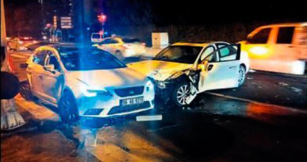 Yolda bırakılan araç kazaya neden oldu