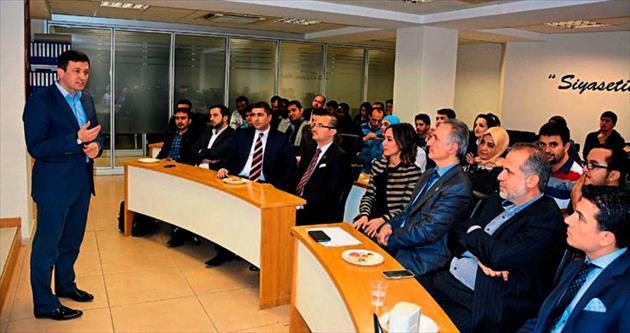 AK Partili Dağ'dan yabancı öğrencilere siyaset dersi