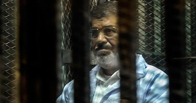 Mursi'nin duruşması ertelendi!