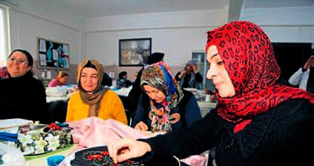 Şahinbey'in kursları sosyal hayata kattı