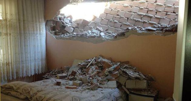 5 katlı bina yandaki evin yatak odasına çöktü