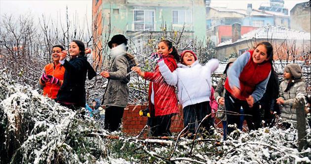 Kış yüzünü gösterdi İzmir'e bile kar yağdı