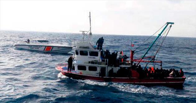 600 kaçak taşıyan gemi alarm verdi