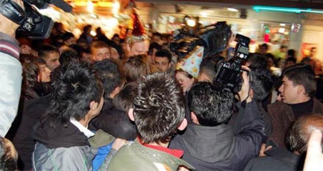 Taksim'de Iraklılar İranlı kadınları taciz etti