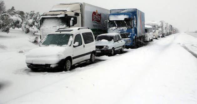Kar yağışı hangi yolları kapadı?