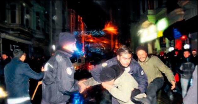 Taksim'de yine cinsel taciz vakaları ve kavgalar yaşandı