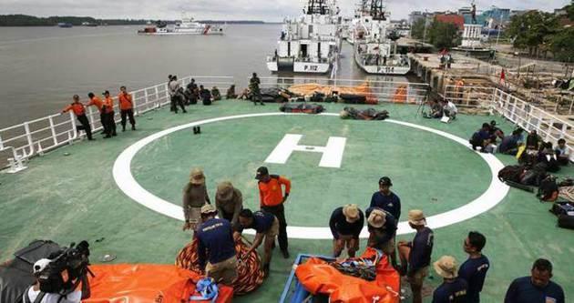 Airasia aramalarında 30 cesete ulaşıldı