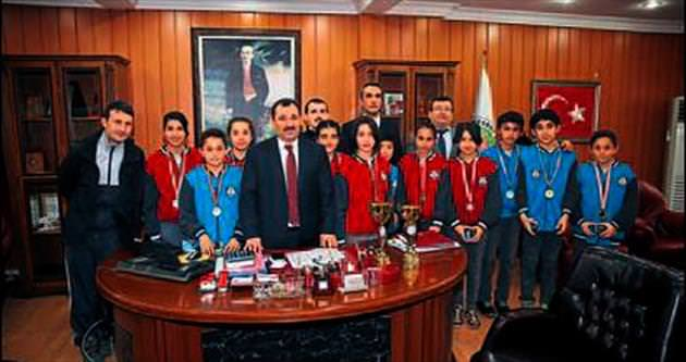 Şampiyonlar'dan Demirel'e ziyaret
