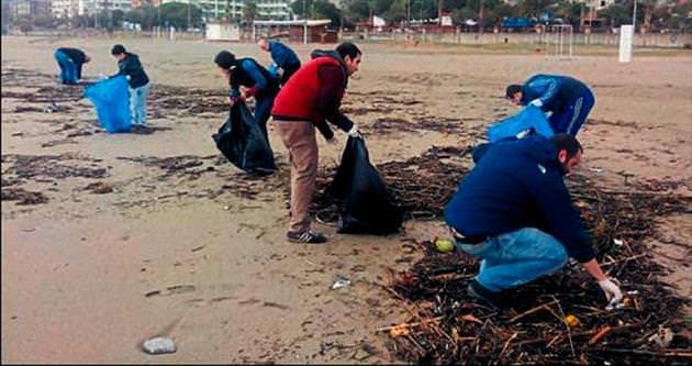 Sahile gönüllü müdahale