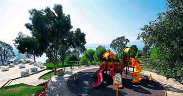 Daha yeşil Bayraklı için parklara bakım