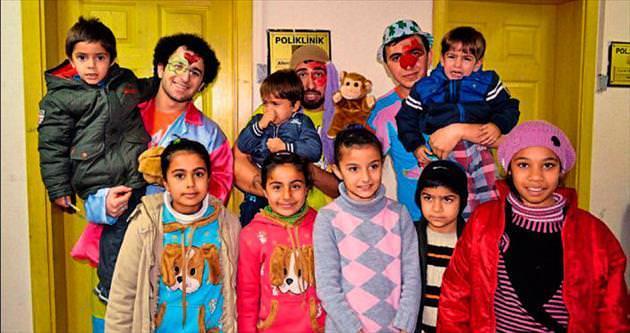 Hasta çocukların ilacı oyuncak ve gülücük