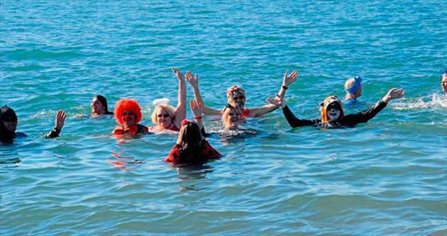 Kanserliler için denize girdiler