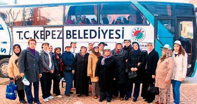 Konyalı kadınlar Elmalı'yı gezdi