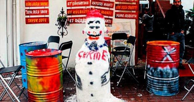 Kardan adamla hatıra fotoğrafı