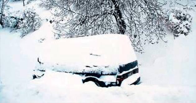 Araçlar yolda kaldı, okullar tatil edildi