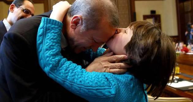 İşte Erdoğan ve Davutoğlu'nu alnından öpen Rua Elyusuf'un acı hikayesi