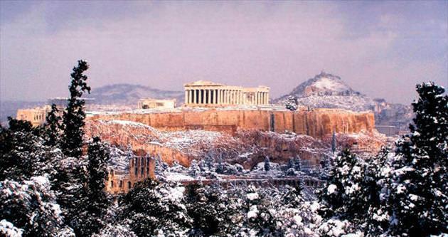 Atina'ya 'pamuk' yağdı
