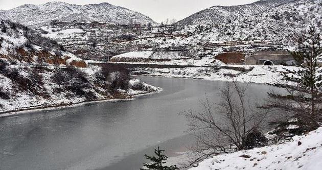 Torul Barajı buz tuttu