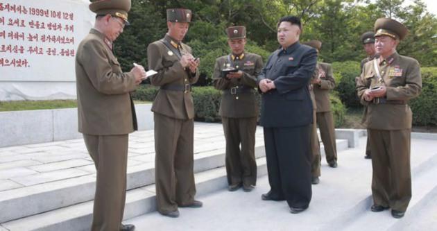 Kim Jong Un'un yanındakilerin esrarı çözüldü