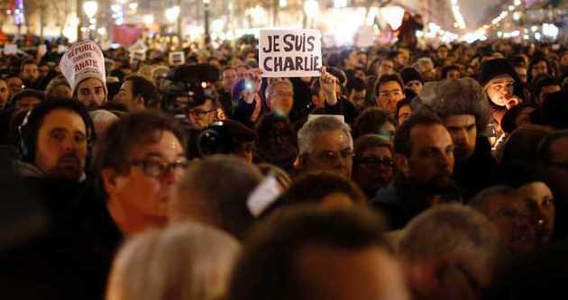 Paris'te Charlie Hebdo saldırıları için dev yürüyüşü