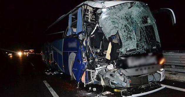 Niğde'de yolcu otobüsü ile kamyon çarpıştı