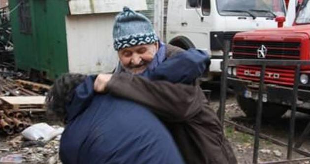 94 yaşında gençlerle güreş tutuyor