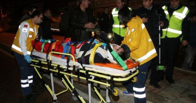 Minibüs direğe çarptı, 5 kişi yaralandı