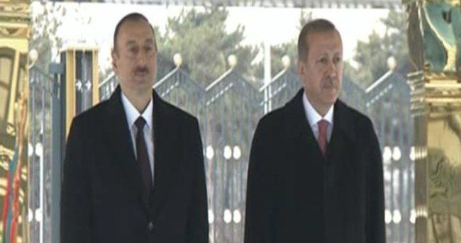 Erdoğan Aliyev'i 'Dombra' ile karşıladı
