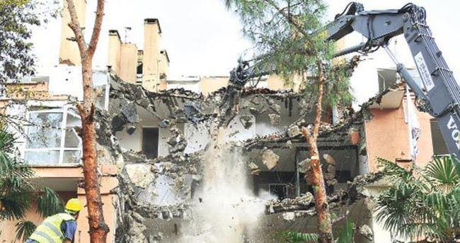 Kadıköy'de rantsal dönüşüm için ağaç katliamı