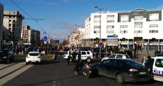 Paris'te yeni bir rehine krizi; 2 kişi rehin alındı