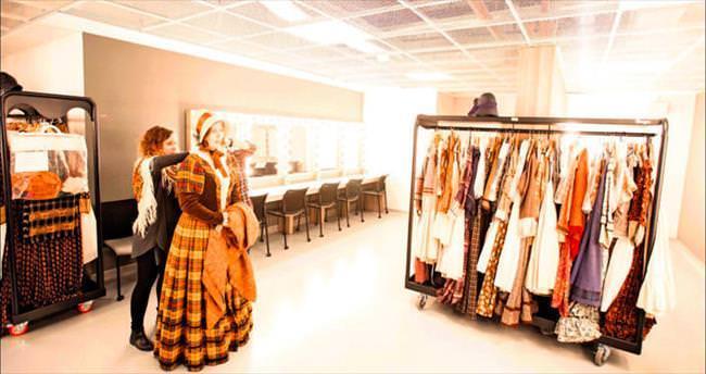 100 yıllık kostümler sahnede