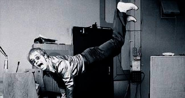 Elton John'u da çekti Amy Winehouse'u da...