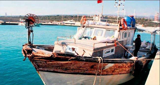 Balıkçı teknesinden 140 göçmen çıktı