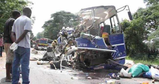 İki yolcu otobüsü çarpıştı: 25 ölü