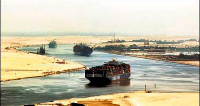 Yeni Süveyş kanalı çöktü: 250 işçi kayıp