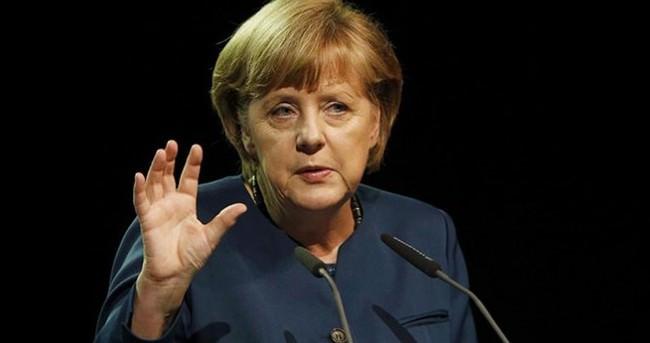 Merkel: Gösteriler temel haktır