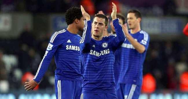 Chelsea arayı açıyor