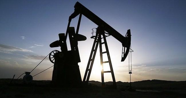 Petrol fiyatları düşüyor, çekişme devam ediyor