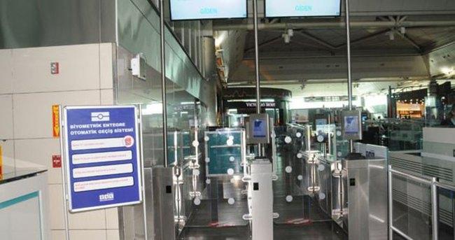 Atatürk Havalimanı'nda parmak izi teknolojisi
