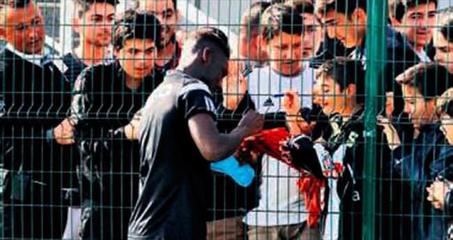 Okulu kırıp Beşiktaş'a koştular