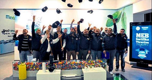 Wawin Academy mezunları için tören
