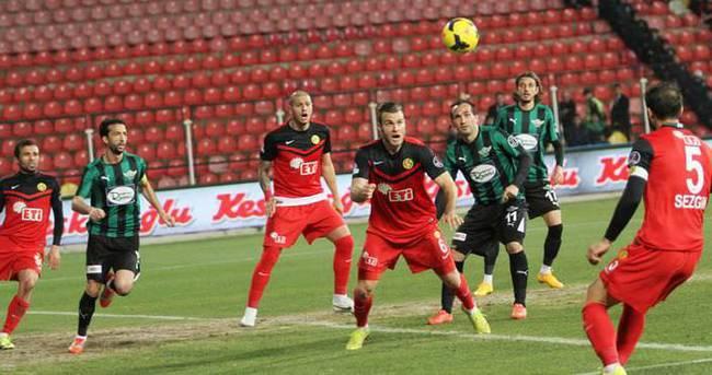 Eskişehirspor kaçtı Akhisar yakaladı