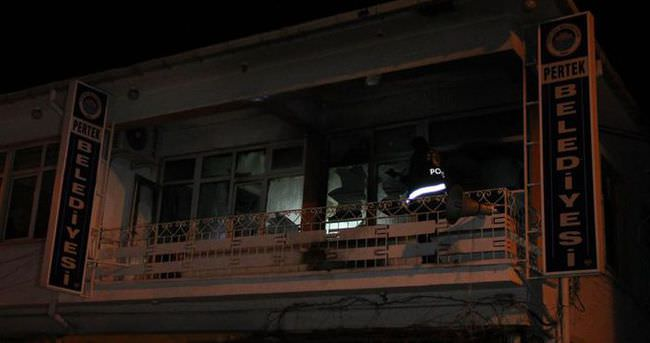 Belediye ve AK Parti binasına molotoflu saldırı