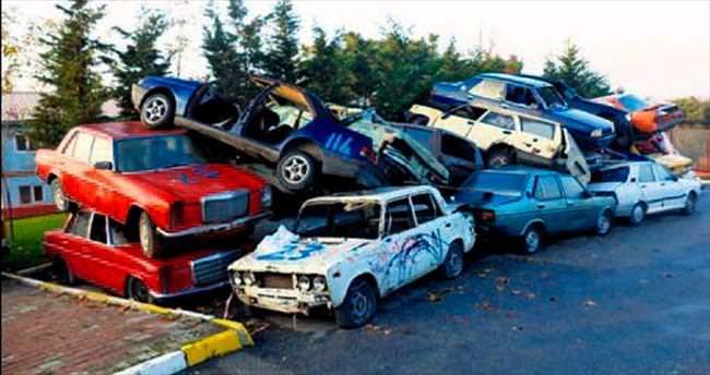 Hurda araçlar trafikten çekildi