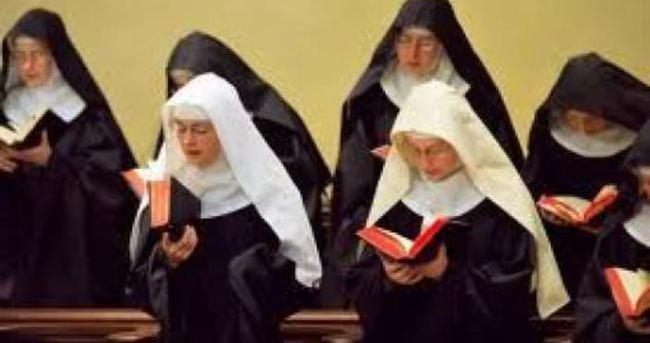 İtalya doğum yapan rahibeyi konuşuyor