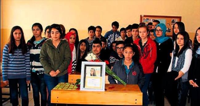 Büşra'nın karnesini arkadaşları unutmadı