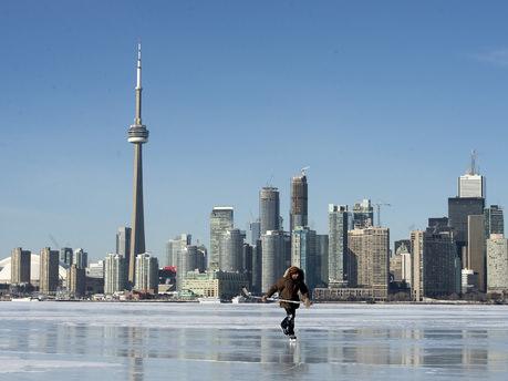 Dev Ontario Gölü dondu