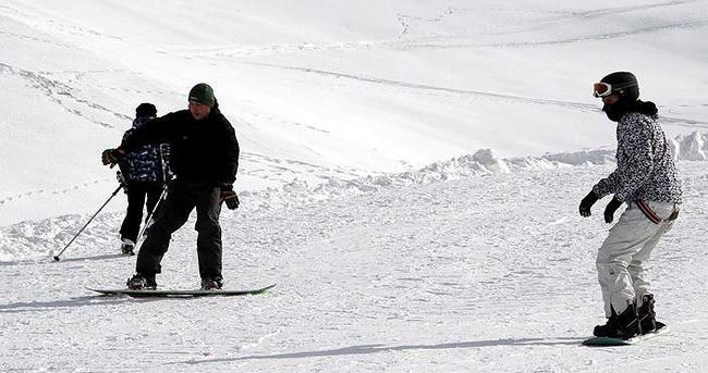 Hakkarili snowboard ile tanıştı
