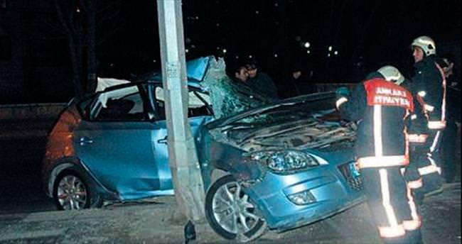 Sıkışan sürücüyü itfaiye kurtardı