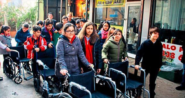 Çubuk'ta öğrencilerden tekerlekli sandalye bağışı